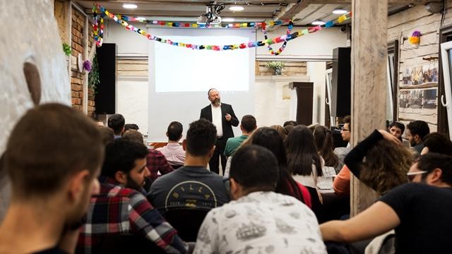 הרב משה ברוורמן בהרצאה לסטודנטים