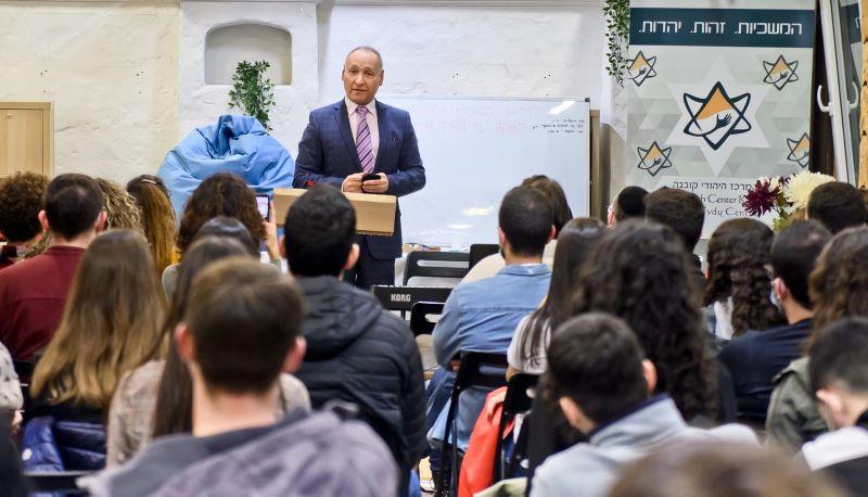שגריר ישראל בהרצאה במרכז